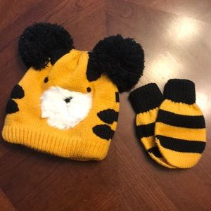 Tiger hat and mittens NEVER WORN 12-24mo